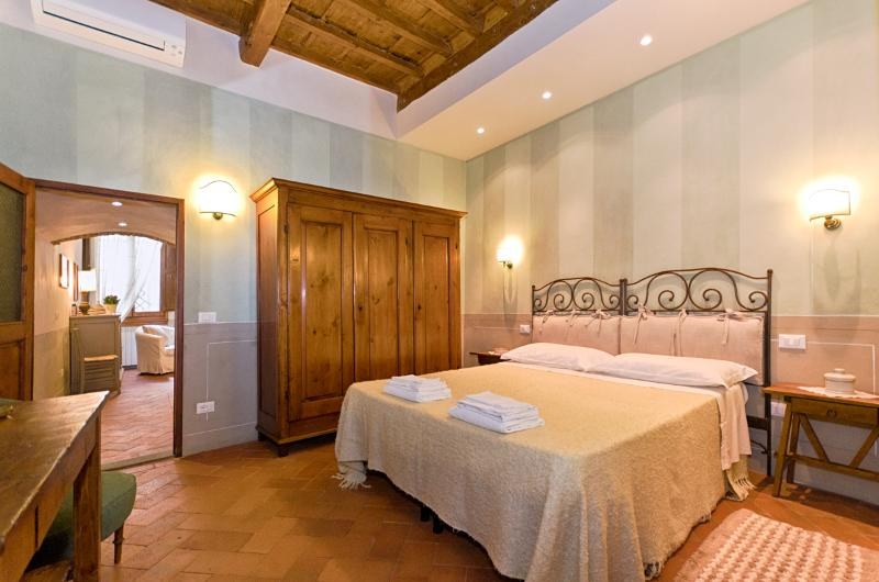 Charm and Tradition at Vacation Rental in Florence Heart - Image 1 - Florence - rentals