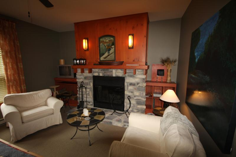 Master Bedroom with fireplace - Newly Renovated 3 Bdrm, 2 Bath  Condo at Tremblant - Mont Tremblant - rentals
