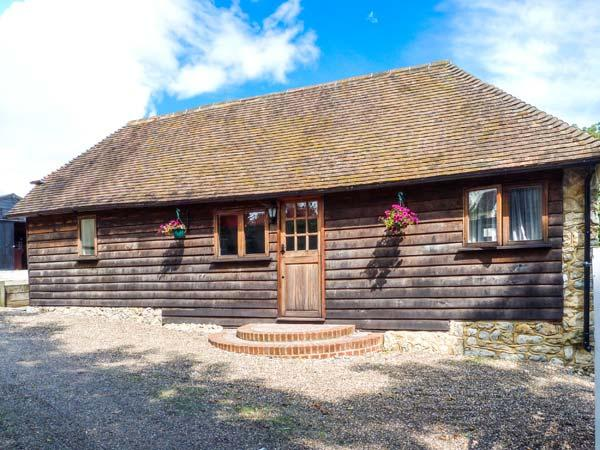BOLTON BARN, woodburner-style electric stove, all ground floor, garden with furniture, near Lenham Heath, Ref 27285 - Image 1 - Landgate - rentals