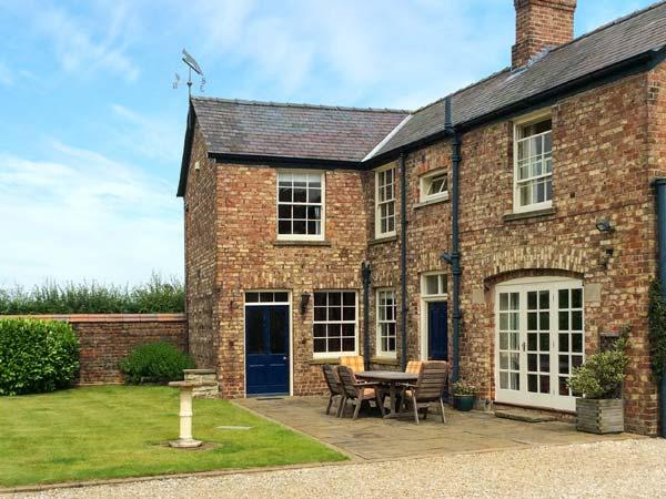 MELGATE COACH HOUSE, woodburners, freestanding bath, character features, in Slingsby, Ref. 30988 - Image 1 - Coneysthorpe - rentals