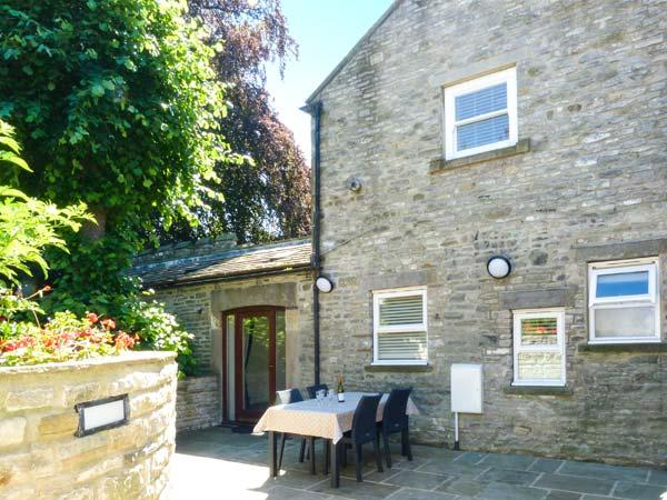 THE GATEHOUSE, woodburner, WiFi, character features, in Middleham, Ref. 905077 - Image 1 - Middleham - rentals