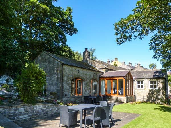 BENINGBOROUGH, woodburner, en-suite bedrooms, far-reaching views, in Middleham, Ref. 905078 - Image 1 - Middleham - rentals