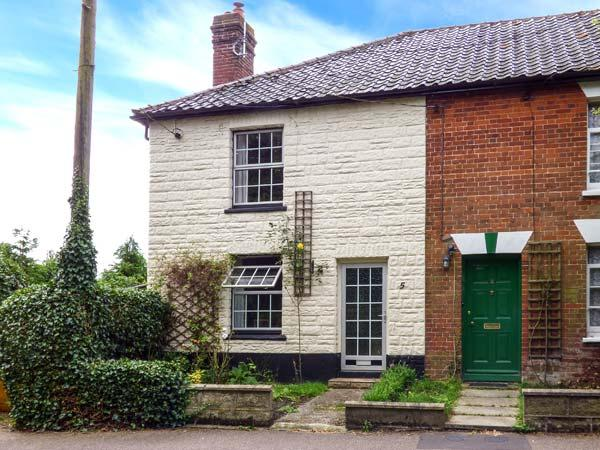 IVY COTTAGE, end-terrace, village location, woodburner, near Diss, Ref 912297 - Image 1 - Harleston - rentals