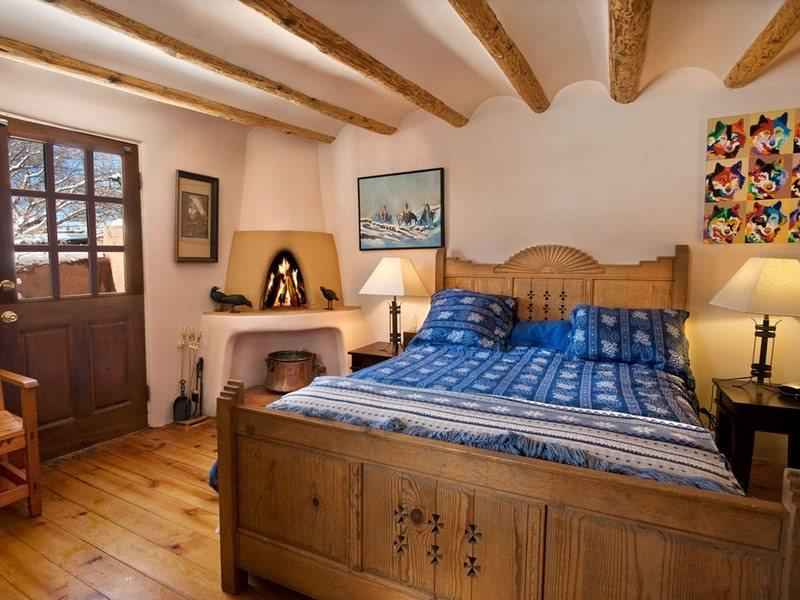 Queen size bed with Kiva firplace - Mariposa - Perfect Location - Santa Fe - rentals
