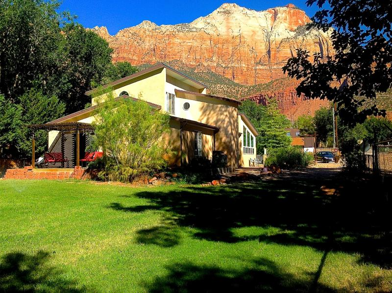 Zion Vacation Home a perfect place for family - 6 BR Villa Downtown Springdale Zion N Park Sleep14 - Springdale - rentals