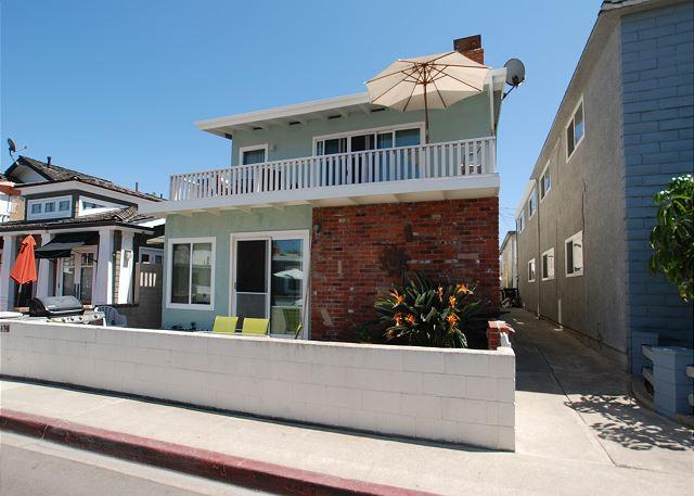 Spacious 5 Bedroom Home, 4 Houses from Sand! (68170) - Image 1 - Newport Beach - rentals