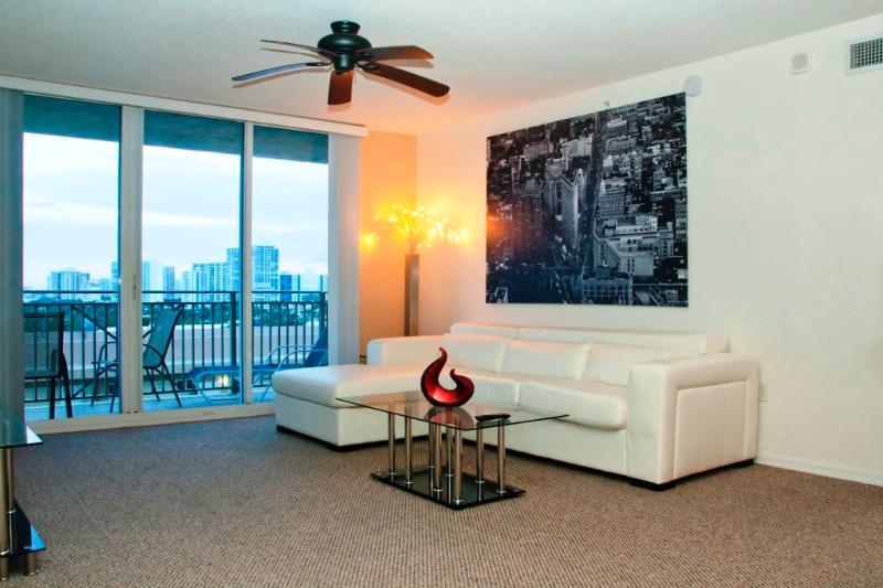 Ocean Front /Two Bedr 2 Bath /Sleeps 6/beach/fun! - Image 1 - Hallandale - rentals