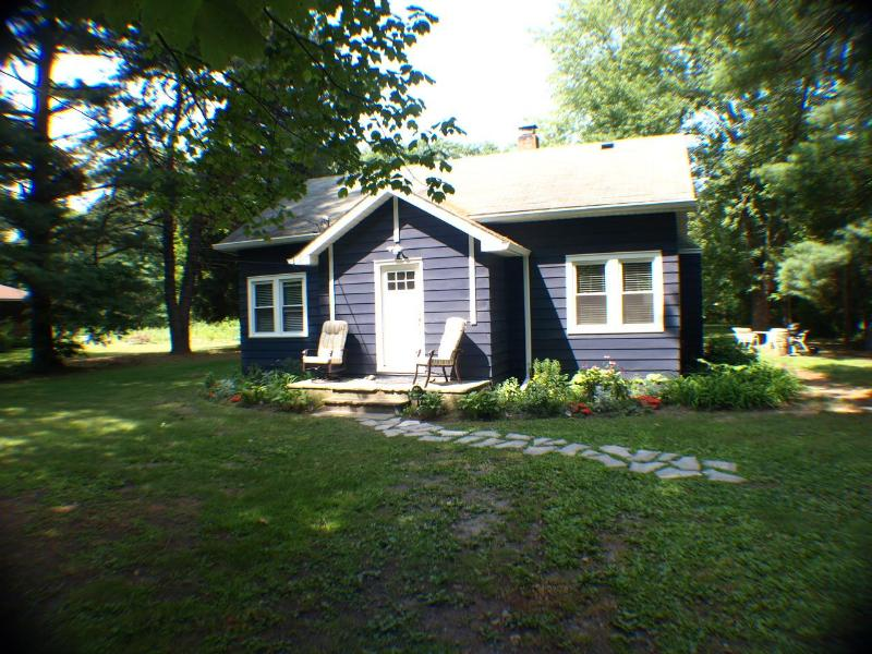 Welcome to Claddagh Cottage! - aqua Claddagh Cottage 5/22-5/25 $275/nt HOT TUB - Union Pier - rentals
