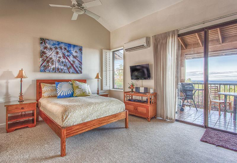 Pillowtop queen bed with ocean view - Ocean View, Studio, Ekahi Condo 53E - Wailea - rentals