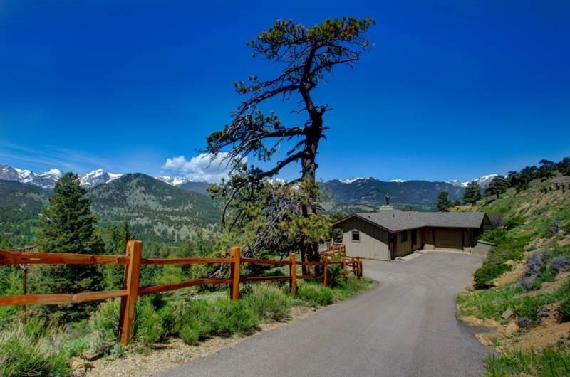 The Stevenson: Panoramic RMNP Views, 1 Acre Lot, Hot Tub, Ping Pong, Wildlife - Image 1 - Estes Park - rentals