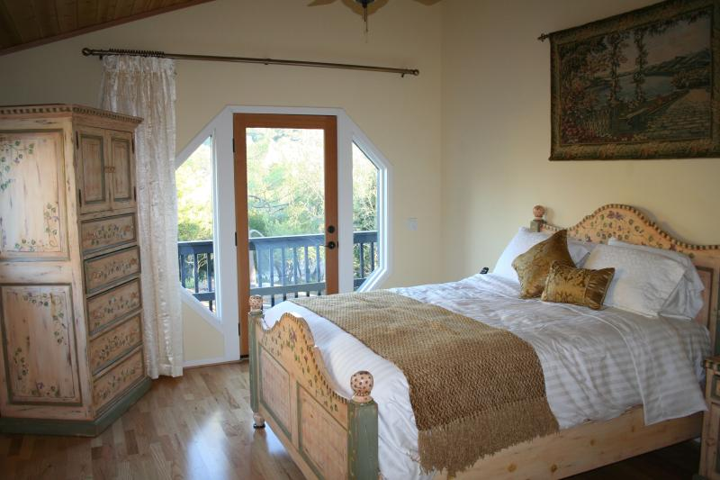 Romantic retreat close to everything - ROMANTIC RETREAT WITH SPA-Special pricing for 2! - Santa Barbara - rentals
