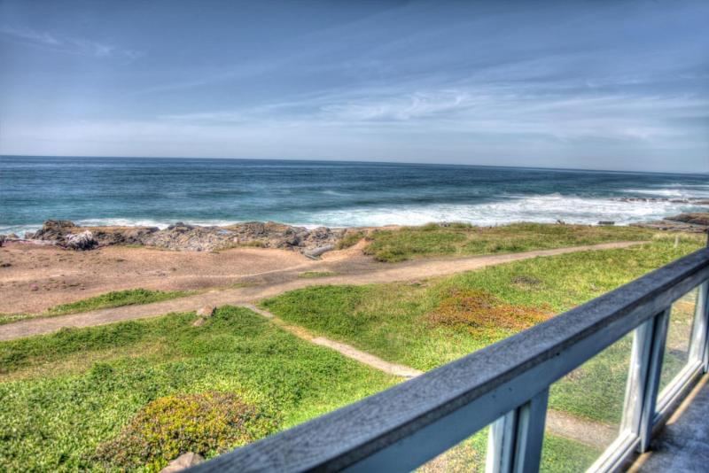 Ocean Front Home with Hot Tub Sleeps 16! - Image 1 - Yachats - rentals