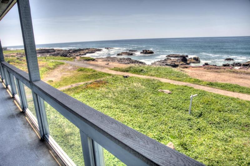 Luxurious Oceanfront Home with Hot Tub! FREE NIGHT - Image 1 - Yachats - rentals
