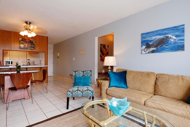 Attractive Living Area - Ocean View 2 Minutes To The Beach, Pool, Hot Tub, BBQ - Kihei - rentals