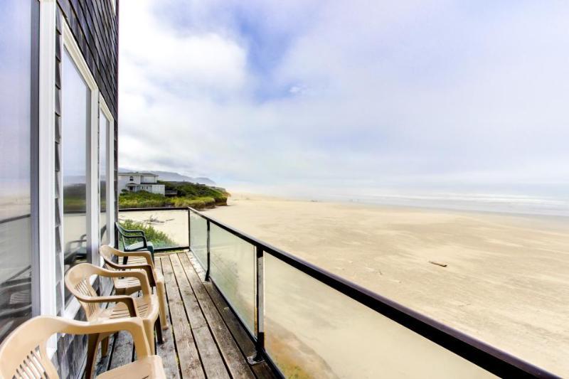 Crow's Nest Ocean Front Vacation Rental - Image 1 - Yachats - rentals