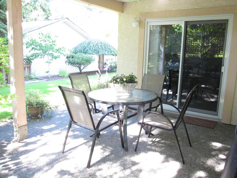 covered outdoor patio - 5 Star Reviews! Garden Suite - Victoria - rentals