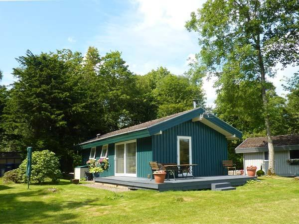 MEADOW LODGE, family friendly, character holiday cottage, with a garden in Coldingham, Ref 1855 - Image 1 - Coldingham - rentals