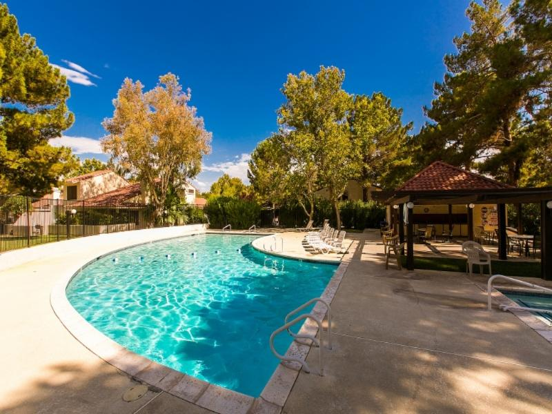 Community Pool/Spa Complex - Resort Villa ~ 3+3~pool/spa/tennis~10 Min To Strip - Las Vegas - rentals