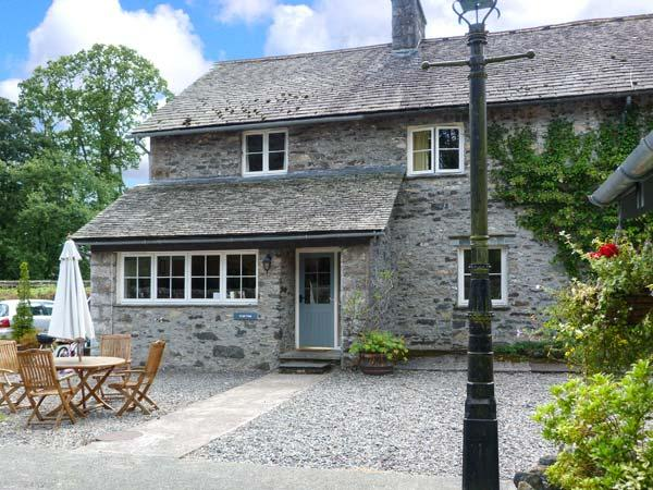 CRABTREE, en-suite bedroom, pet-friendly, ground floor cottage with woodburner, Ref. 914055 - Image 1 - Hawkshead - rentals