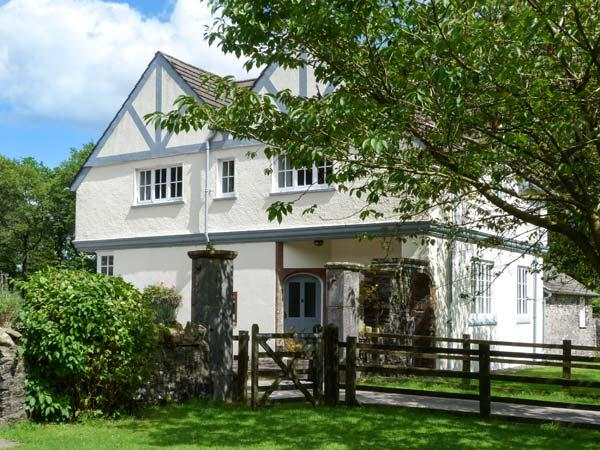 HOME FARMHOUSE, woodburner, shared grounds with heated indoor pool, fishing, play area, in Graythwaite, Ref. 914066 - Image 1 - Hawkshead - rentals