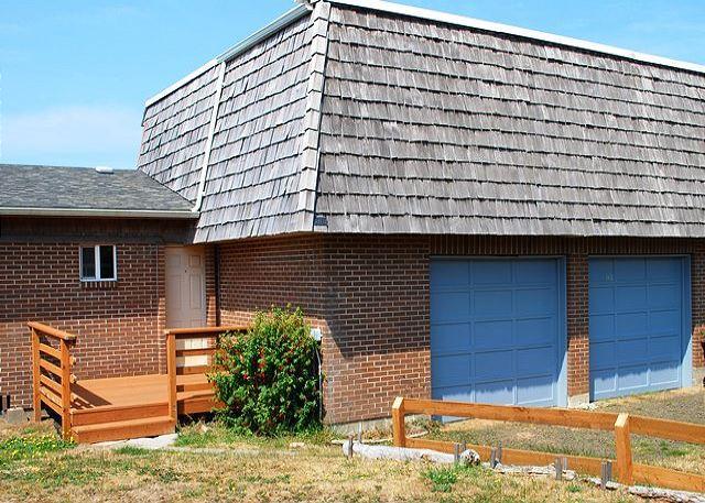 Topley Entrance - Topley House R528 Waldport Oregon ocean front vacation rental - Waldport - rentals