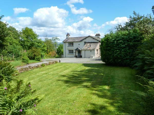 HILLTOP, en-suite bedroom, open fire, pet-friendly cottage in 5000 acres of shared grounds, Graythwaite, Ref. 914068 - Image 1 - Hawkshead - rentals