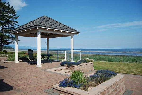 Awesome 3 Bedroom Ocean and Beach Front French Creek Rancher in Parksville - Image 1 - Parksville - rentals