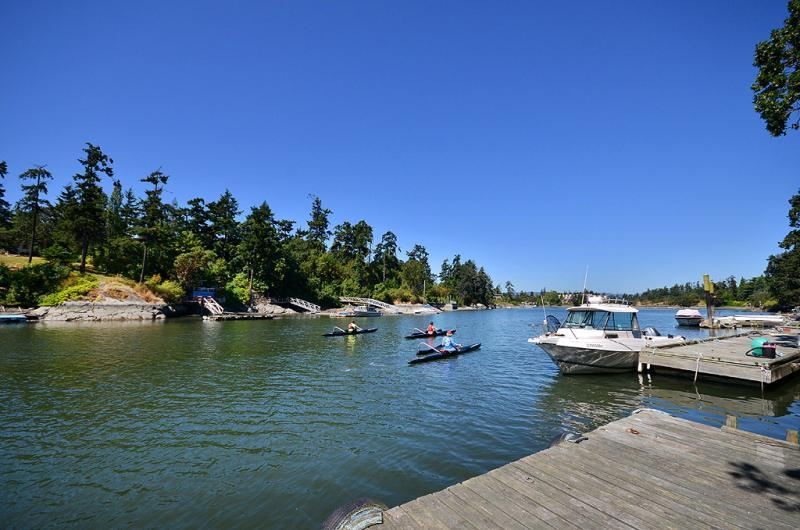 Private dock at Lotus Waterfront Retreat - Executive 5 Bedroom Waterfront Home Close to Downtown Victoria - Victoria - rentals