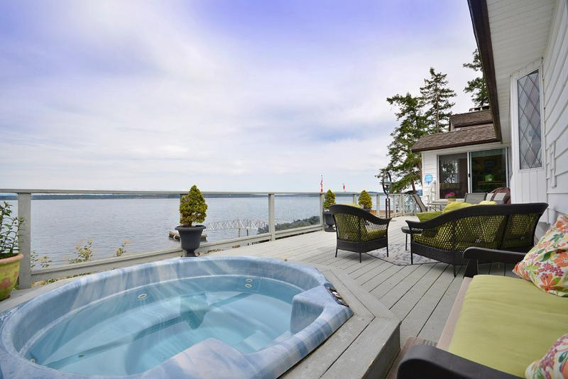 Hot tub with ocean views - Fantastic 3 Bedroom Ocean Front Retreat on Vancouver Island near Yellow Point - Nanaimo - rentals