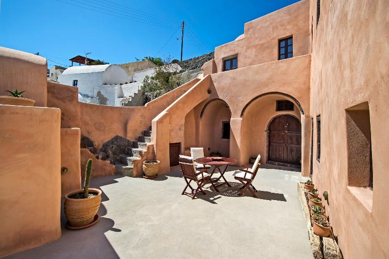 Azalea Houses Cave- Finikia Traditional Houses - Image 1 - Oia - rentals