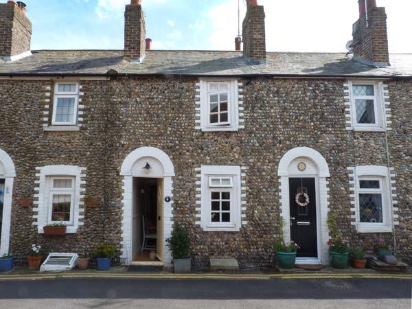 FLINT COTTAGE, woodburner, close to the coast, enclosed garden, character cottage in Birchington, Ref. 915874 - Image 1 - Birchington - rentals