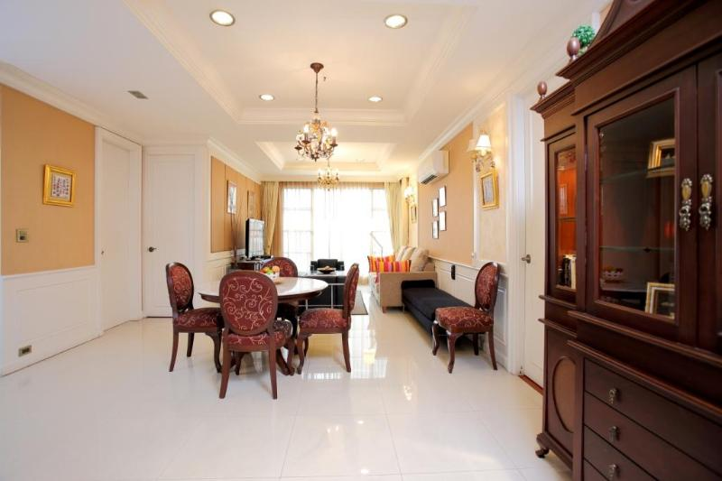 Bangkok Sukhumvit Soi 18 2+1 Bedroom Apt. - Image 1 - Bangkok - rentals