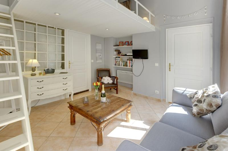 Juliette- Beautiful and Affordable Studio Apartment in Vieux Nice - Image 1 - Nice - rentals