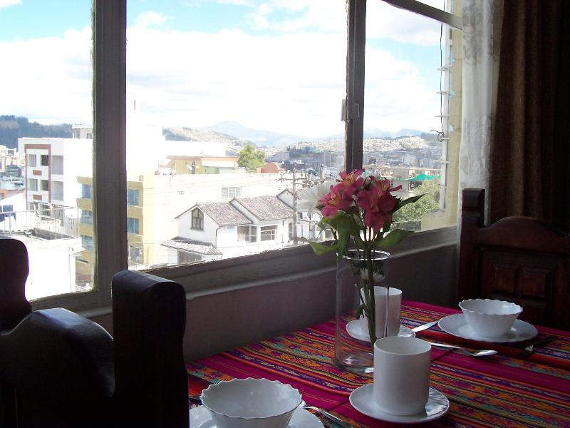 Great view while eating - FRONT ROW VIEW OF COTOPAXI VOLCANO FROM QUITO!!! - Quito - rentals