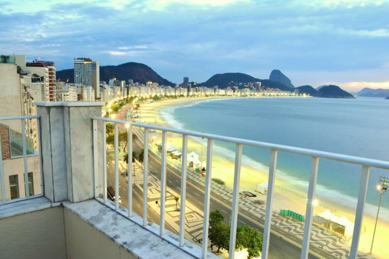Beachfront Copacabana Penthouse Sunrise picture - Spacious Copacabana Beachfront  Penthouse in Rio - Rio de Janeiro - rentals