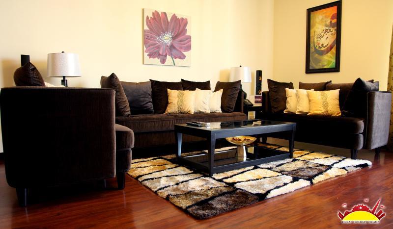 Living Area - Excellent 2 Bedroom in Dubai, Jumeirah Lake Towers - Dubai - rentals