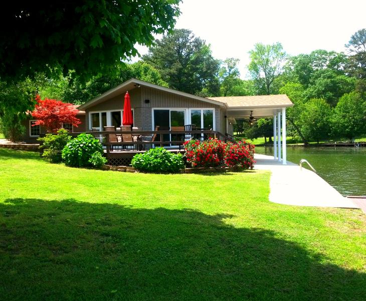 Vacation rental home on Wilson Lake in Florence AL - Image 1 - Florence - rentals