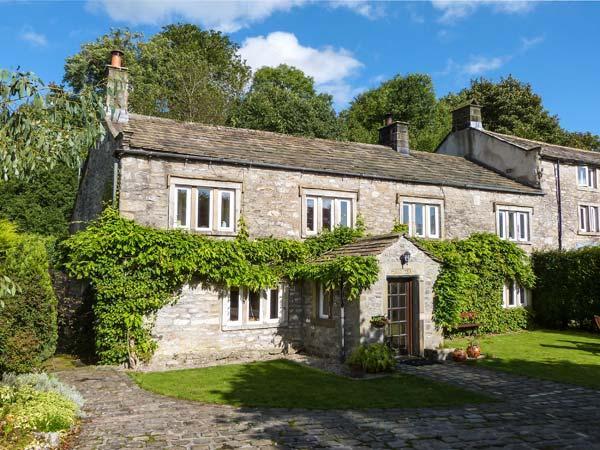 11 HARDY GRANGE, two woodburners, WiFi, spacious gardens in Grassington, Ref. 25812 - Image 1 - Grassington - rentals