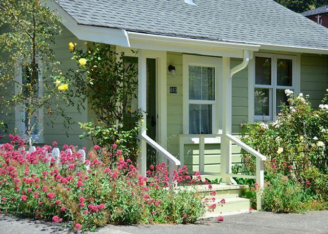 Arcata's Relaxing Lemon Tree Cottage - Walk to HSU & Beautiful, Private Yard - Image 1 - Arcata - rentals