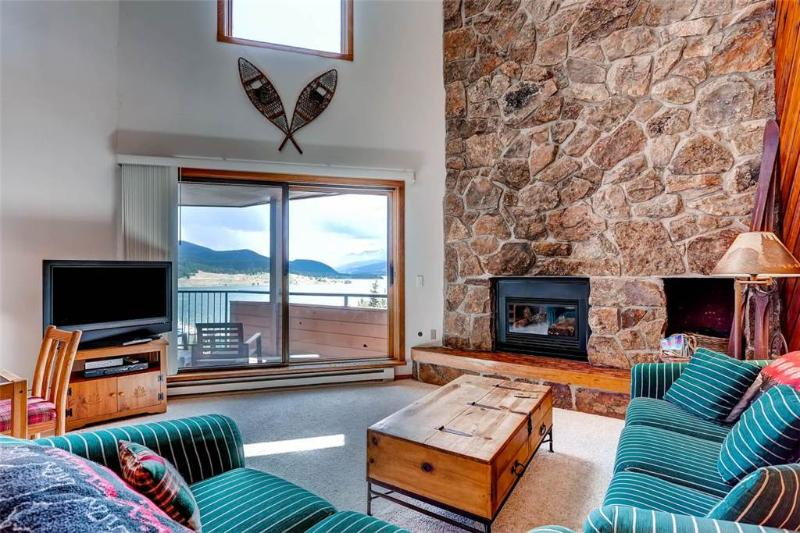 3 BR/ 3 BA, lakeside escape for 8, Great views of Lake Dillon, located in downtown Dillon - Image 1 - Dillon - rentals
