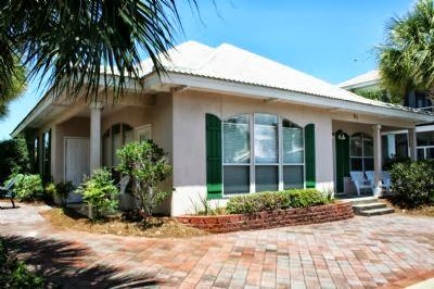 Front of house - Beautiful Vacation Home in Destin, Emerald Shores! - Destin - rentals