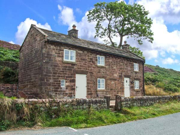 ROACHSIDE COTTAGE, luxury detached cottage, woodburner, slipper bath, country views, near Leek, Ref 912311 - Image 1 - Upper Hulme - rentals