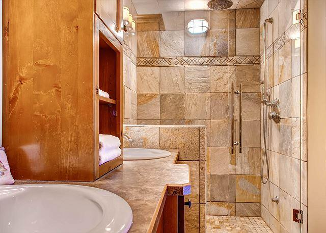 Master Bathroom Shower - Parkers Den Feather Top Location Sleeps 10 - Big White - rentals