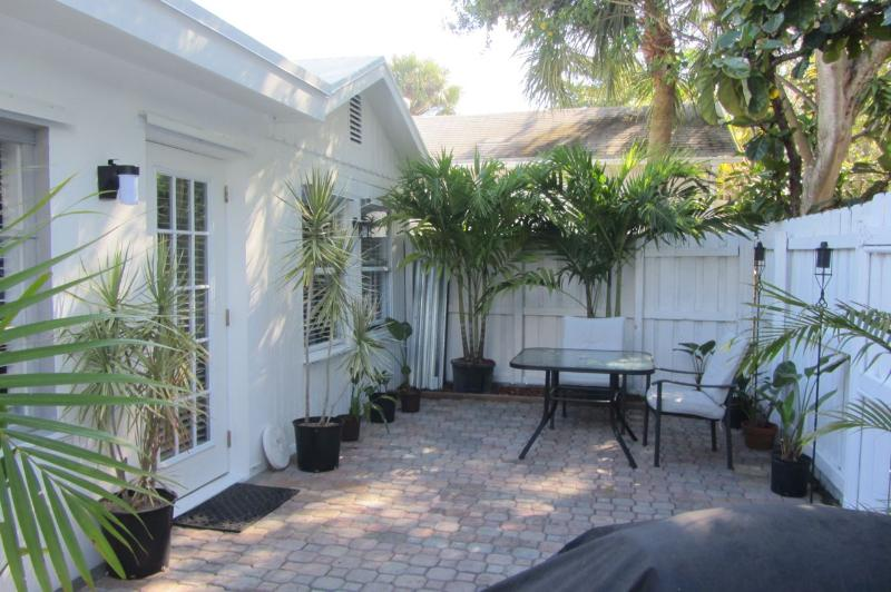 Private Cottage - Ft. Lauderdale Vacation Rental - Charming... South Florida COTTAGE - close to Downtown, Beach - Fort Lauderdale - rentals