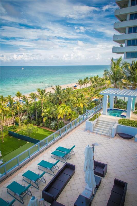 Fontainebleau Junior Suite Located in the Sorrento Tower - Image 1 - Miami Beach - rentals