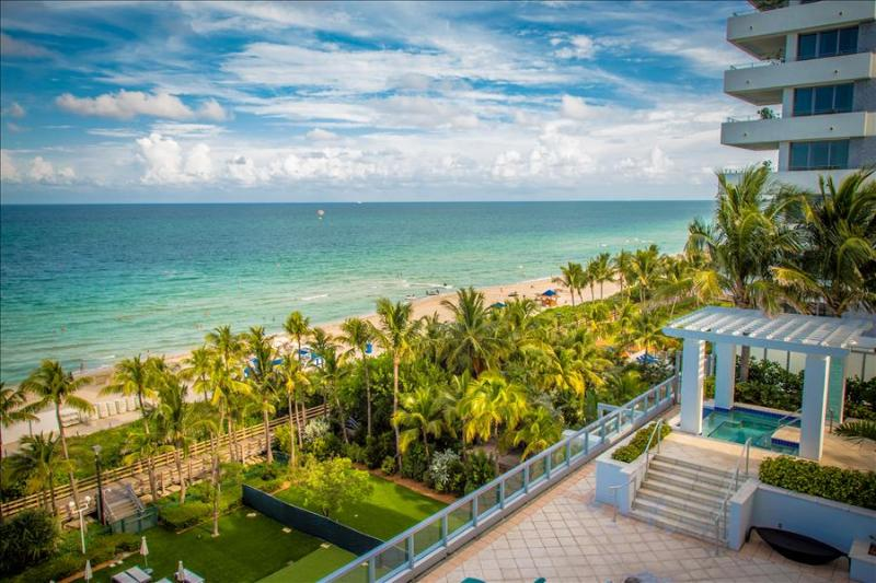 151506RN Fontainebleau Sorrento Junior Suite - Image 1 - Miami Beach - rentals