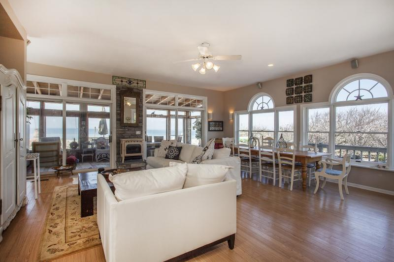 New Luxury Beach House Amazing Views Vineyards Bachelorette party hamptons The Queen Vic - Image 1 - Wading River - rentals