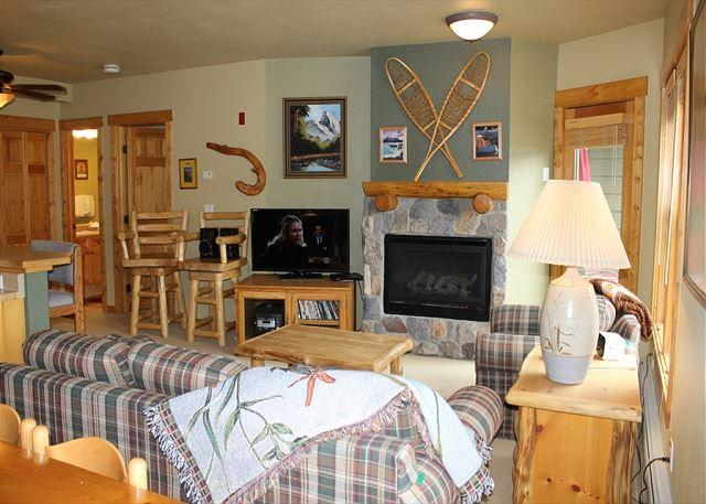 TF2619 Lovely Condo w/Fireplace, Wifi, Walk to Lifts, Common Hot Tubs - Image 1 - Keystone - rentals
