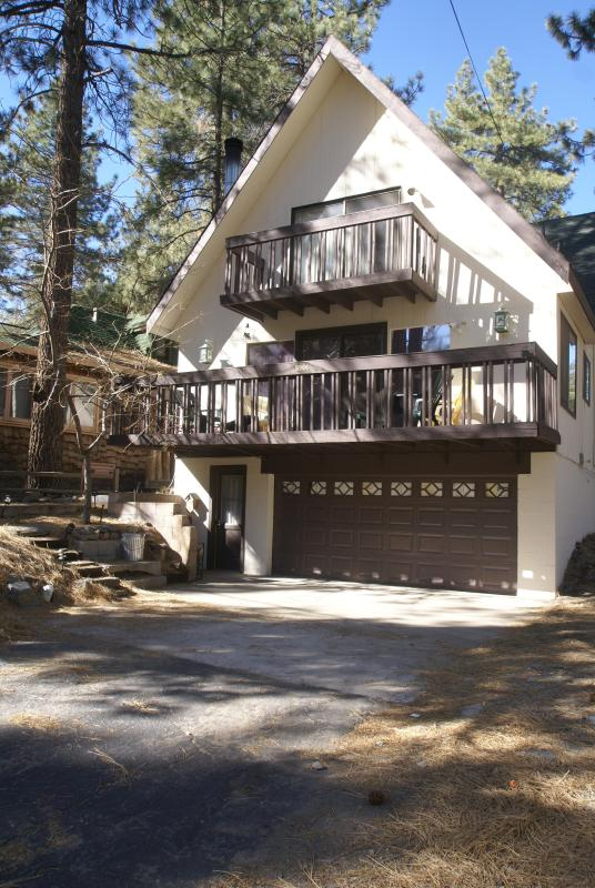 Welcome to the All Pine Inn (Click on double diagonal arrows to left to view full scale pictures) - All Pine Inn - Wrightwood - rentals