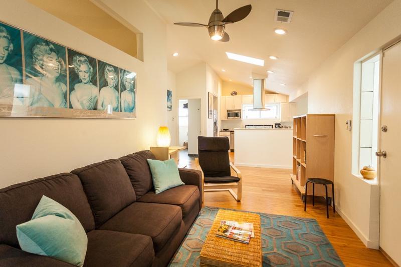 Living room looking towards kitchen - Urban cottage near light rail station - Denver - rentals